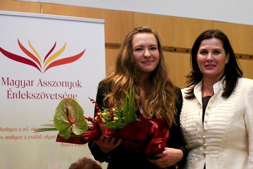 Arany Ariella, Gulácsy Irén díjas szónok és Szőnyi Kinga, a Magyar Asszonyok Érdekszövetségének elnöke